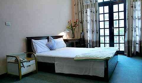 find me the best hostels and places to stay in Ha Noi, Viet Nam