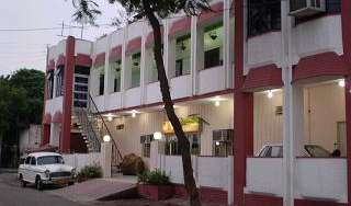 Find low rates and reserve youth hostels in Agra